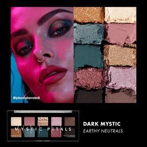 ✨NYX Mystic Petals eyeshadow